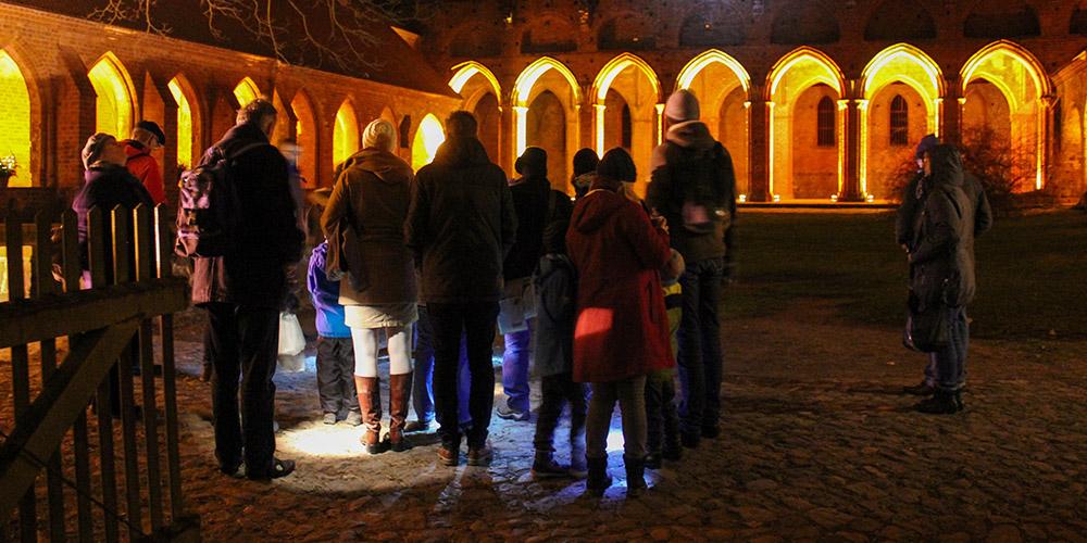 Funzelführung – Abends im Kloster